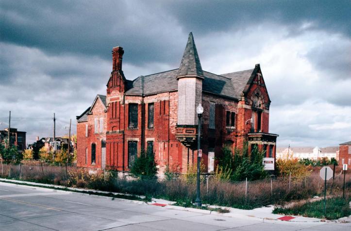 Le manoir Ransom Gillis de Détroit (2007)Source: http://camilojosevergara.com/Detroit/Ransom-Gillis-Mansion/12/