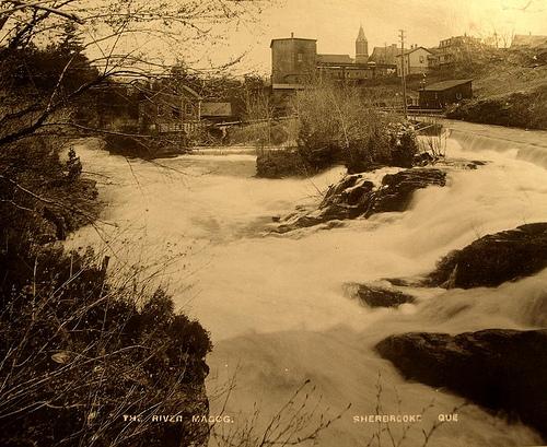 La rivière Magog vers 1900 (Société d'histoire de Sherbrooke, Fonds Famille James Riddle Sangster)
