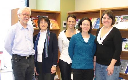 Jean-Pierre Collin, accompagné d'Anne-Marie Séguin, d'Anne-Claude Labrecque, Marie-Ève Lafortune et Valérie Vincent de l'équipe de VRM (source: http://www.ledevoir.com/societe/actualites-en-societe/287563/etudes-urbaines-ce-que-sont-les-villes-devenues).