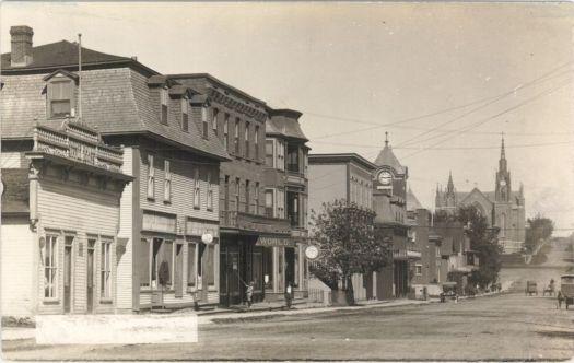 Centre-ville de Lac-Mégantic, au début du 20e siècle (source: BANQ)